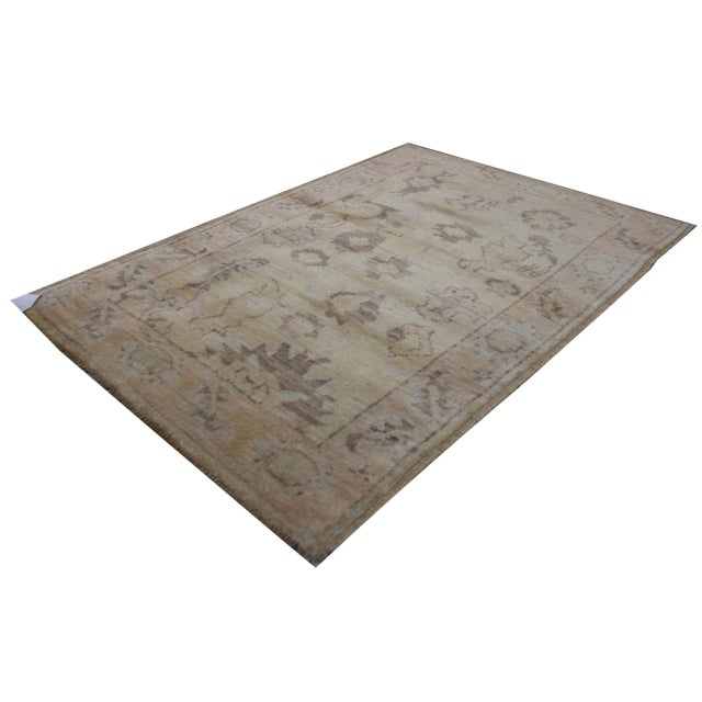 This is a stunning hand knotted Oushak rug made by Aara Rugs Inc. with all over traditional design. This rug is made of...