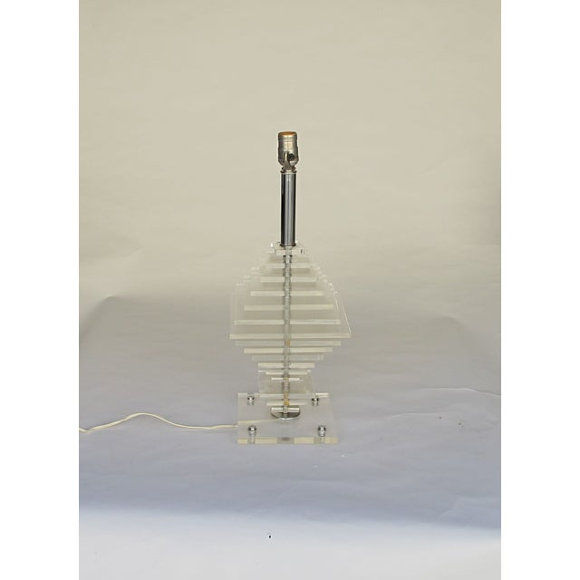 1960s Geometric Pattern Lucite Lamp - Image 4 of 5