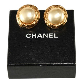 Chanel 1970s Classic Pearl Button Earrings Vintage For Sale