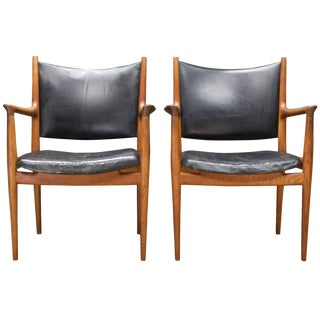 Pair of Heavily Patinated Hans Wegner Leather Armchairs Jh-513 Chairs Rare Oak For Sale
