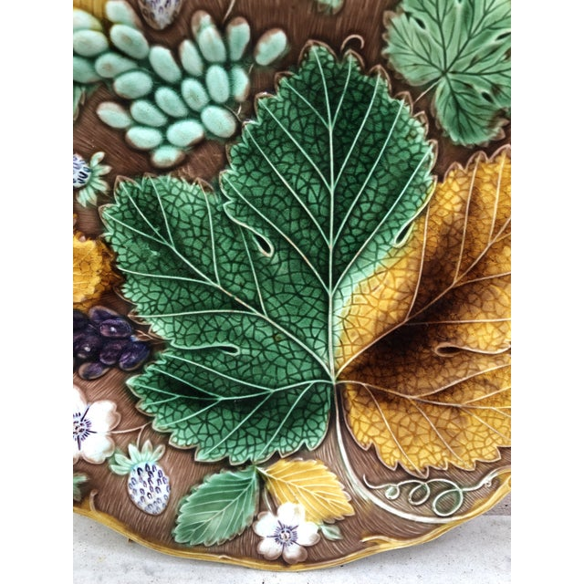 Victorian C.1890 Majolica Strawberry & Leaves Plate Wedgwood For Sale - Image 3 of 6