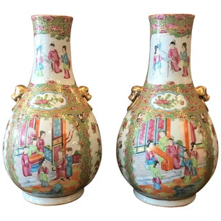 19th Century Chinoiserie Rose Medallion Bulbous Vases - a Pair For Sale