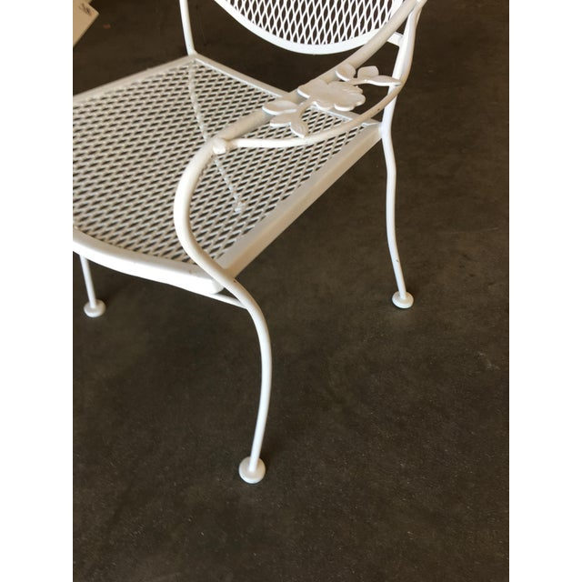 1950s Woodard Company Mesh Outdoor/Patio Chair With Leaf Pattern Arms - Set of 4 For Sale - Image 5 of 8