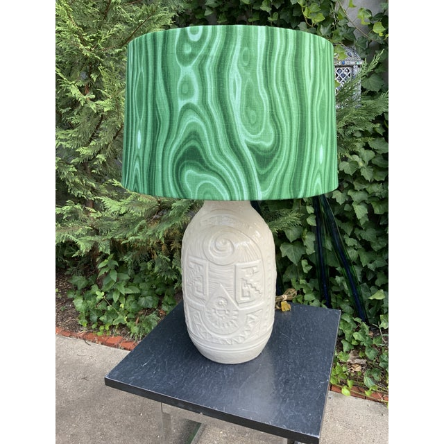 1950s White Pottery California Ceramics Mid-Century Table Lamp with Malachite Shade For Sale - Image 5 of 5
