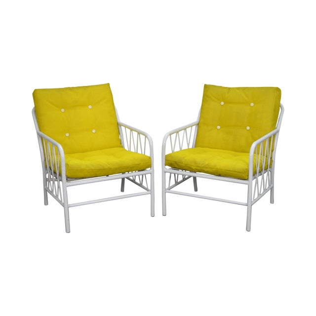 Brown Jordan Style Mid-Century White Patio Lounge Chairs - A Pair For Sale
