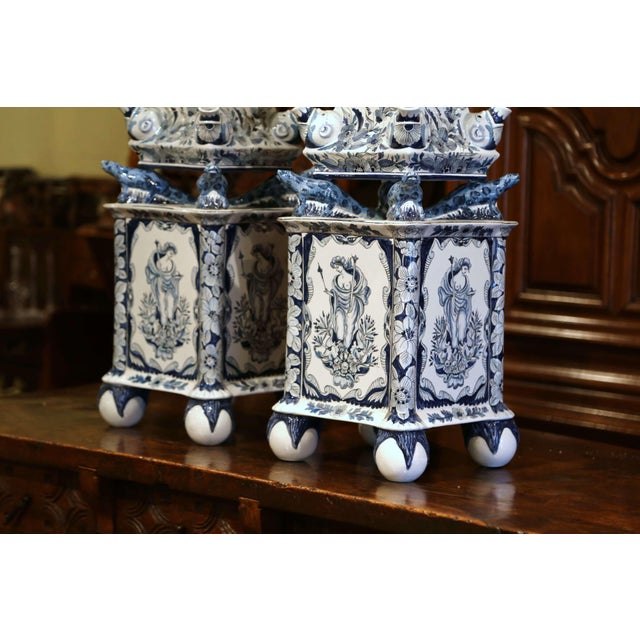 "Mottahedeh Pair of Painted Blue and White Porcelain Maottahedeh Tulip Pagodas ""Tulipieres"" For Sale - Image 4 of 13"