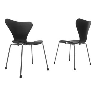 1990s Vintage Arne Jacobsen Series 7 Chairs - Pair For Sale