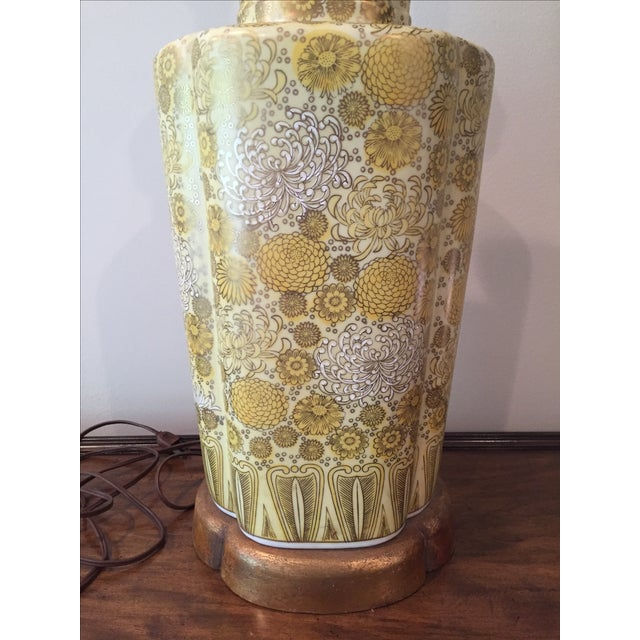 1960s Vintage Ceramic Yellow Champagne Floral Table Lamp For Sale - Image 5 of 7