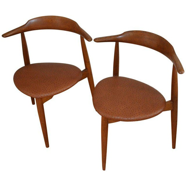 Hans Wegner Midcentury Heart Chairs in Oak and Ostrich Leather, Pair For Sale - Image 11 of 11