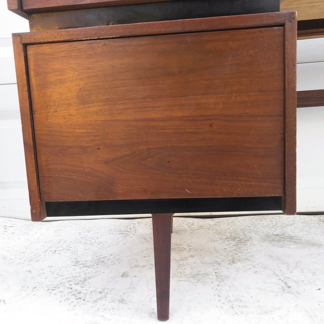 Wood Mid-Century Writing Desk With Raised Edge by Dillingham For Sale - Image 7 of 13