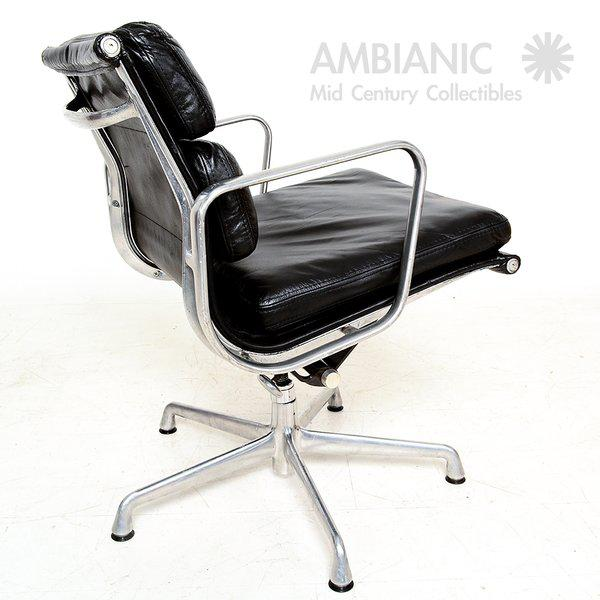 Mid-Century Modern Vintage Herman Miller Eames Soft Pad Aluminum Group Chair For Sale - Image 3 of 9