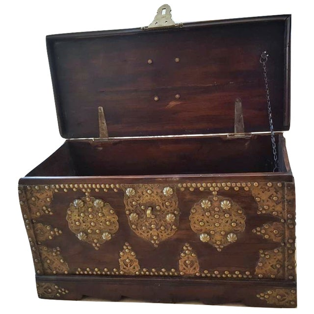 Royal Antique Style Treasure Trunk Coffee Table - Image 4 of 6
