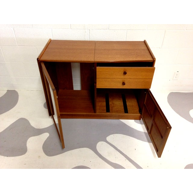 Nathan Glass Fronted Teak Cabinet With Shelves - Image 6 of 7
