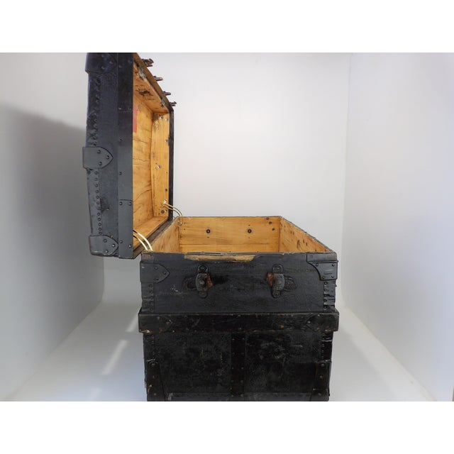 Late 19th Century Antique Crouch & Fitzgerald Coffee Table/Steamer Trunk For Sale - Image 4 of 11