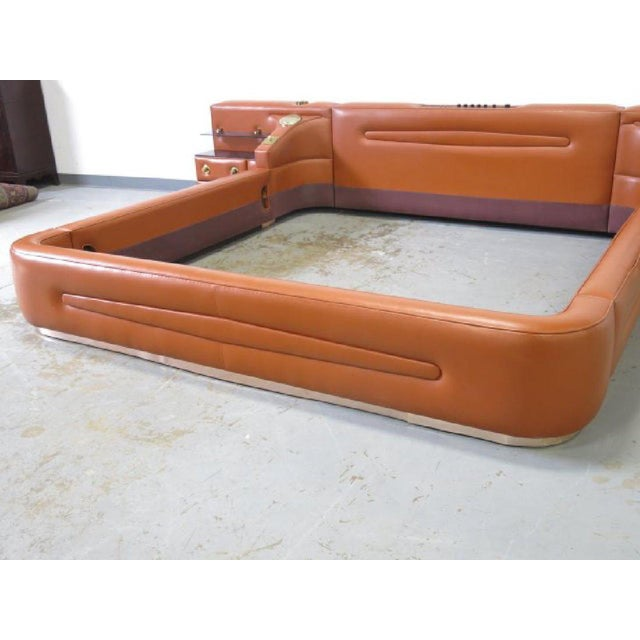 Italian Leather King-Sized Bedframe in the Style of Guido Faleschini For Sale - Image 3 of 9