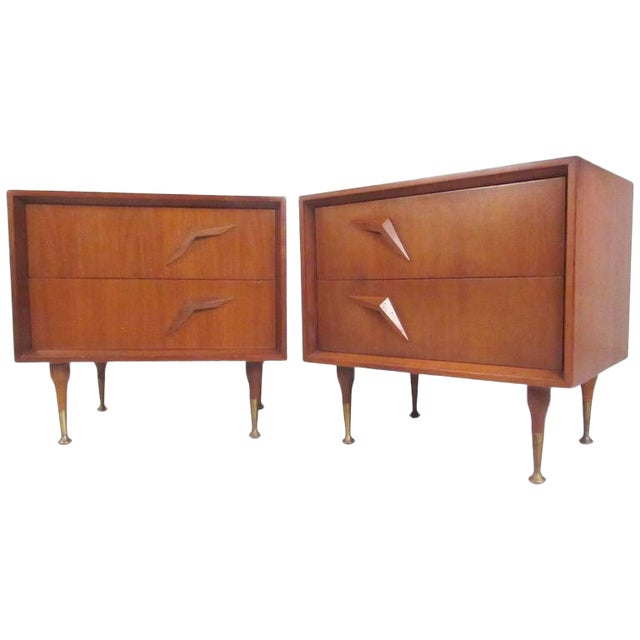 Pair of Stunning Mid-Century Modern Walnut Nightstands For Sale
