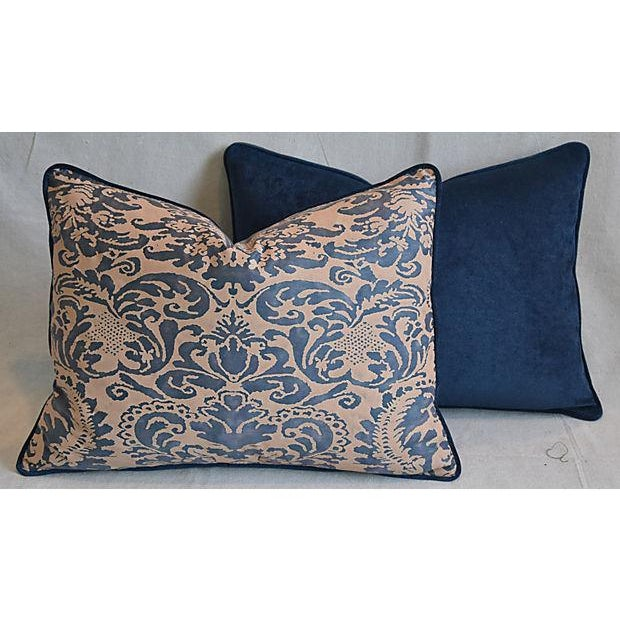 "Boho Chic Italian Mariano Fortuny Corone Feather/Down Pillows 24"" x 18"" - Pair For Sale - Image 3 of 11"