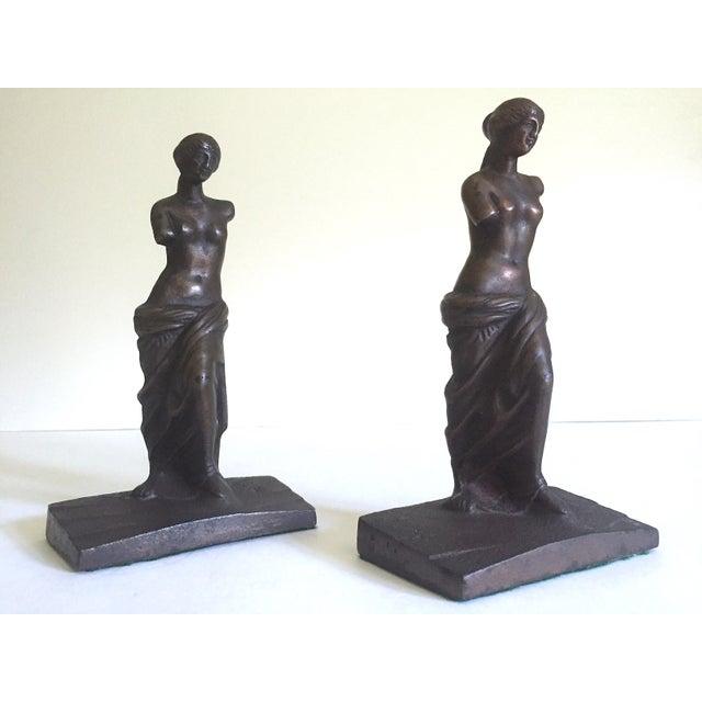 """Metal Vintage 1920's Rare """" Venus De Milo """" Cast Iron Bronze Neoclassical Bookend Statues - a Pair For Sale - Image 7 of 13"""