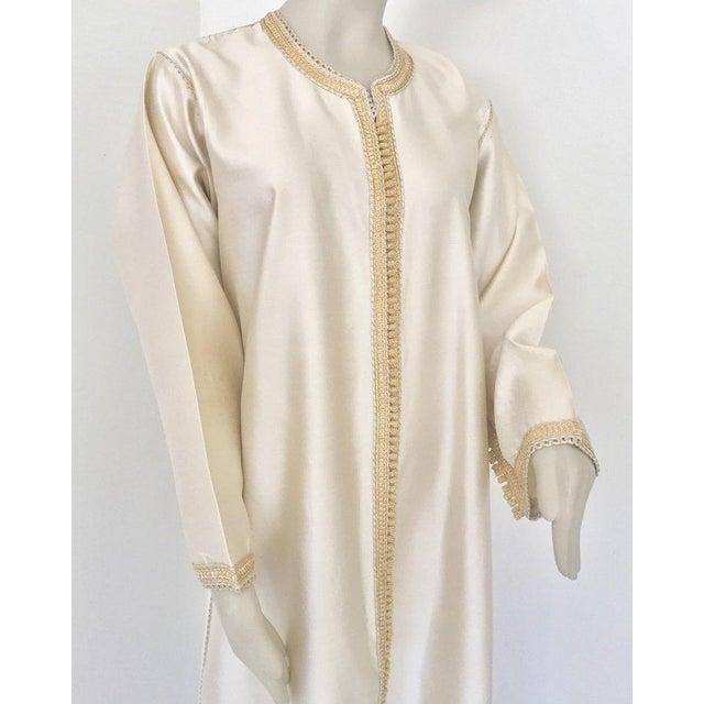Elegant Moroccan luxury silk caftan gown. Stunning elegant classic Dupioni silk fabric in ivory color. easy light to wear...