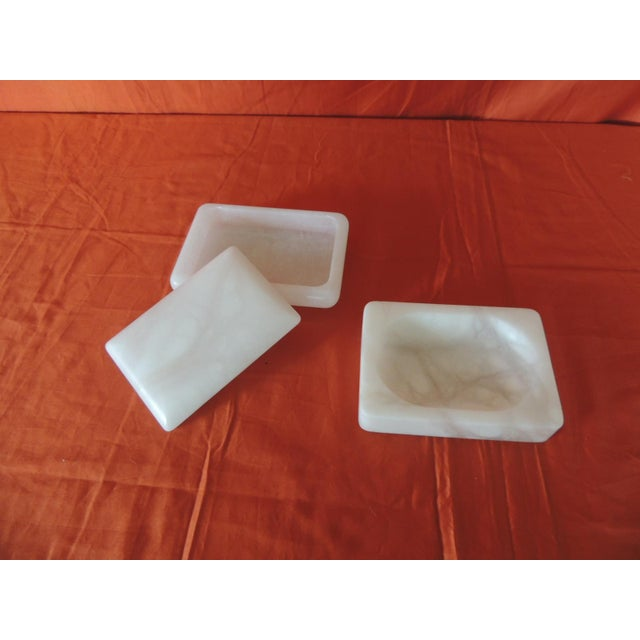 Mid-Century Modern Set of Covered Box and Dish Italian Alabaster Decorative Accessories For Sale - Image 3 of 5