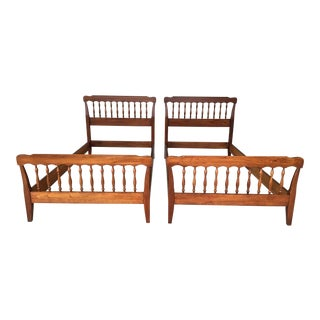 Vintage Henkel Harris Solid Cherry Colonial Spindle Twin Beds - A Pair For Sale