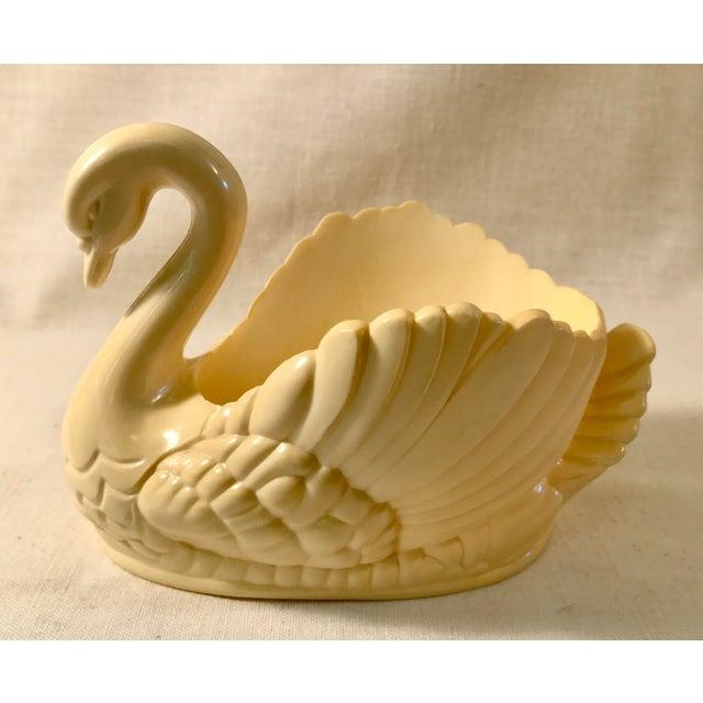 Mid Century Bakelite or plastic swan bowl. Nice design.