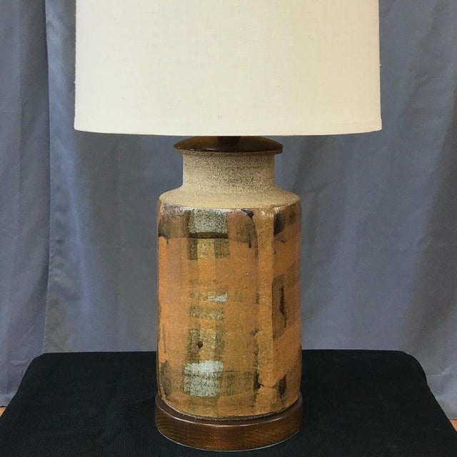 Mid-Century Modern Signed Brent Bennett Glazed Stoneware and Walnut Table Lamp, 1960s For Sale - Image 3 of 13