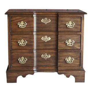 1990s Traditional Pennsylvania House Nightstand For Sale