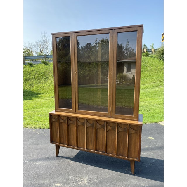 1960s Mid Century Blowing Rock Industries Kent Coffey Style Pecan Walnut Display China Hutch For Sale - Image 9 of 9