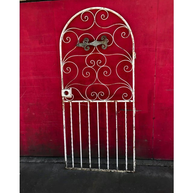 Shabby Chic 1940s Shabby Chic Rusty White Arched Wrought Iron Garden Fence For Sale - Image 3 of 11