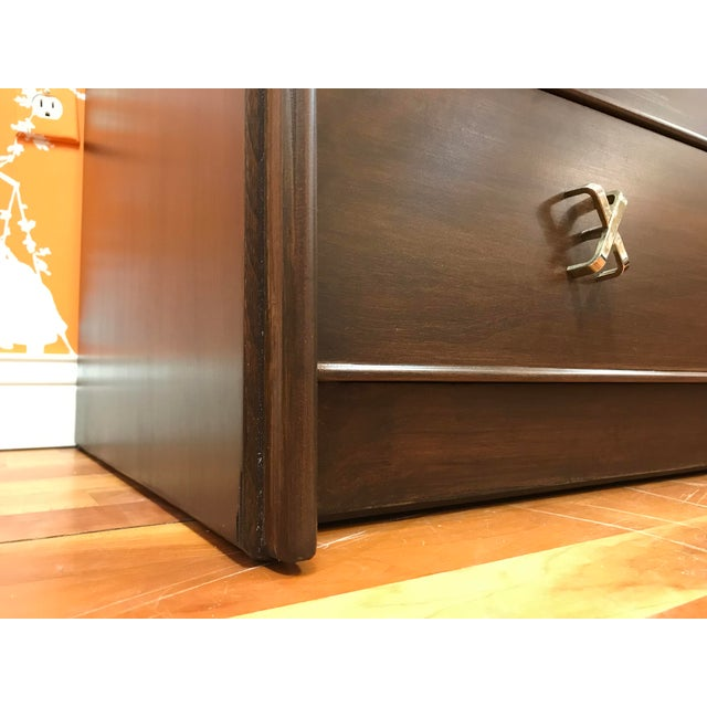 1950s Mid-Century Modern Paul Frankl 10-Drawer X Pull Double Chest Dresser For Sale - Image 10 of 12