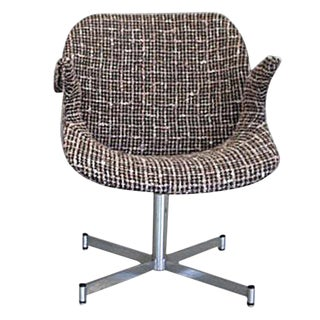 Midcentury Italian Curved Armchair in Brown and White Bouclé on Chrome Base For Sale