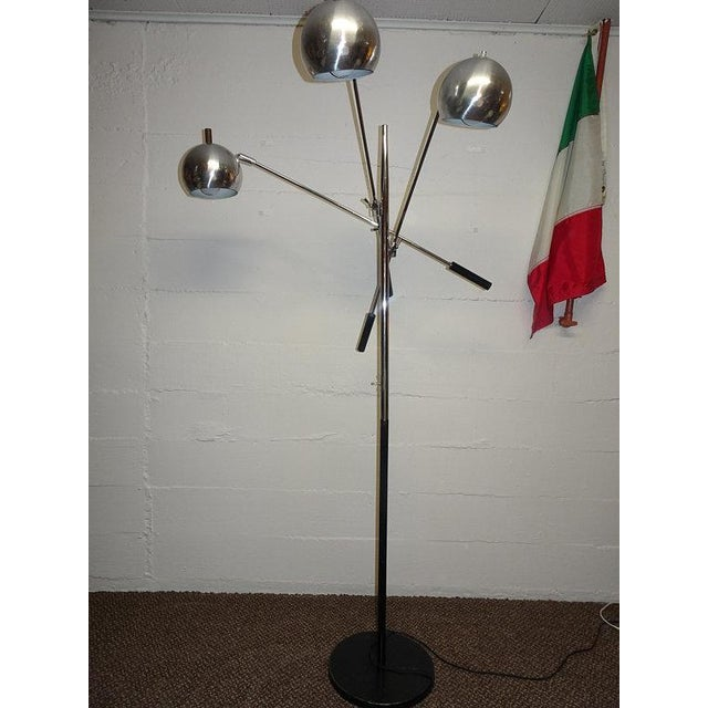 Mid Century cantilevered and Chrome and Black space age Triple Boom Lamp by Robert Sonneman for Lightolier. The Globe...