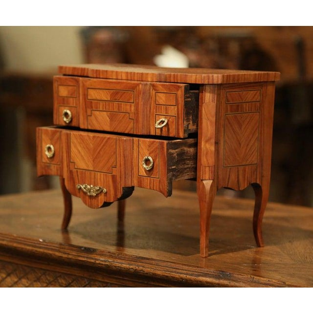 Mid-20th Century French Louis XV Walnut Veneer Marquetry Inlay Miniature Commode For Sale In Dallas - Image 6 of 10
