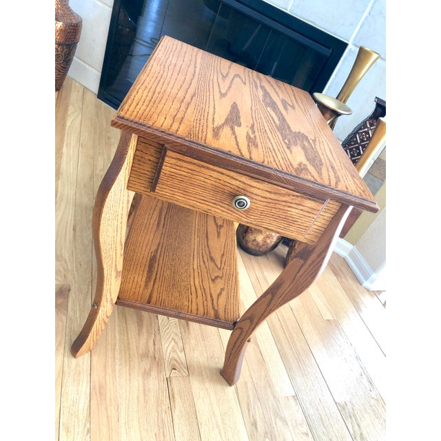 1990s Amish Crafted Transitional Chairside Table For Sale - Image 11 of 13
