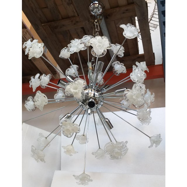 Murano Chandelier Sputnik Murano Glass Flowers Murano White and Trasparent Flowers Murano White and Trasparent For Sale - Image 4 of 4