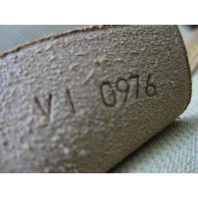 Louis Vuitton Vintage LV Monogram Excursion Travel Shoe Bag W/ Padlock & Dustbag For Sale - Image 10 of 11