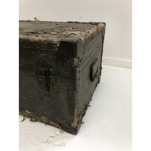 1960s Vintage Industrial Green Military Foot Locker Trunk For Sale - Image 5 of 13