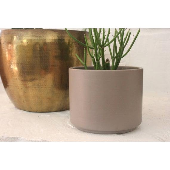 Mid Century Modern planter by Gainey Ceramics California in matte gray. Signed and in great vintage condition with some...