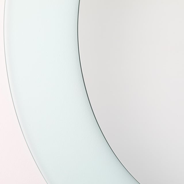 Full Circle Modern Original Round Acrylic Frame Mirror For Sale In New York - Image 6 of 11