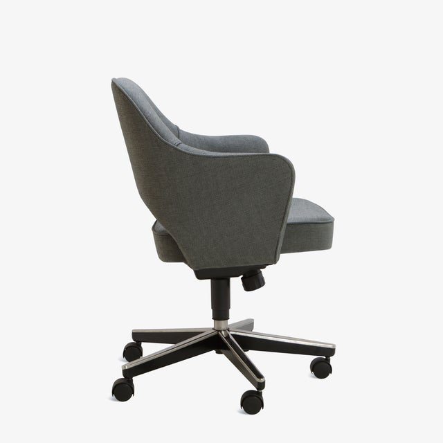 Contemporary Saarinen Executive Arm Chair in Textured Charcoal Weave, Swivel Base For Sale - Image 3 of 8