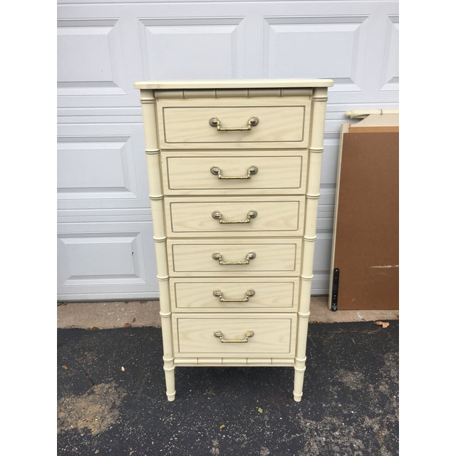 Beautiful faux bamboo lingerie chest from 1970 kept in great condition. It has faux bois design veneer all over the wood...