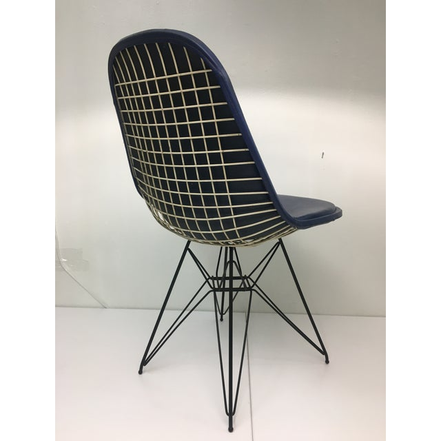 Mid-Century Modern Eiffel Side Chair in Navy Blue Naugahyde by Charles Eames for Herman Miller For Sale - Image 3 of 10