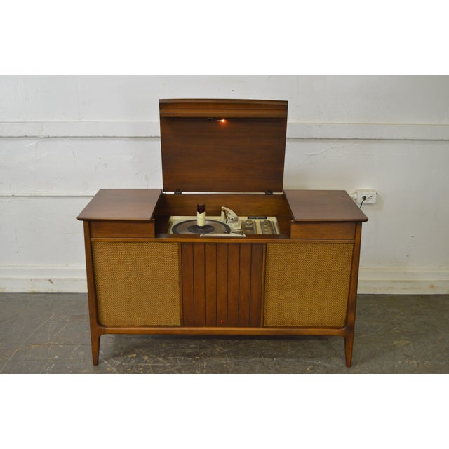 Mid Century Modern Danish Style Stereo Console w/ Record Player For Sale - Image 9 of 10
