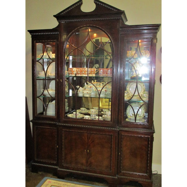 American 1990s Hickory White Breakfront Four-Door Inlaid Mahogany China Cabinet For Sale - Image 3 of 11