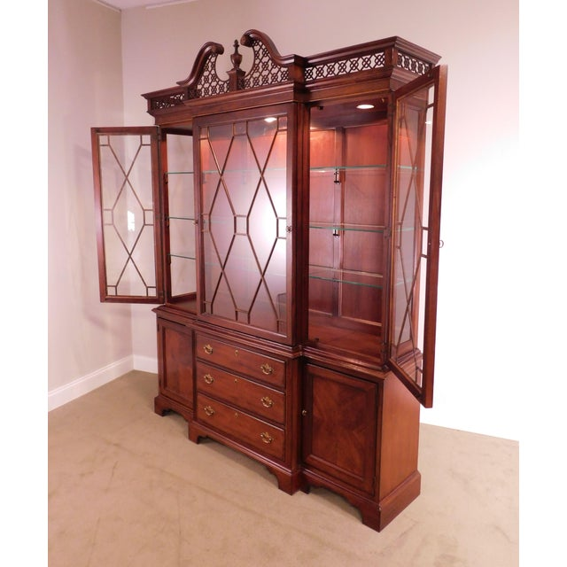 """Lexington """"The Palmer Home Collection"""" Large Mahogany Chippendale Style Breakfront For Sale - Image 9 of 13"""