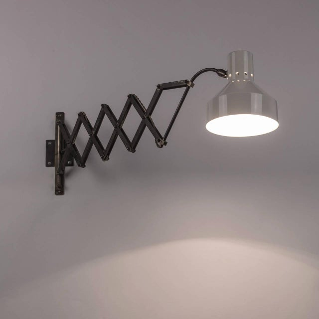 Italian 1950s Expandable Wall Lamp For Sale - Image 4 of 8