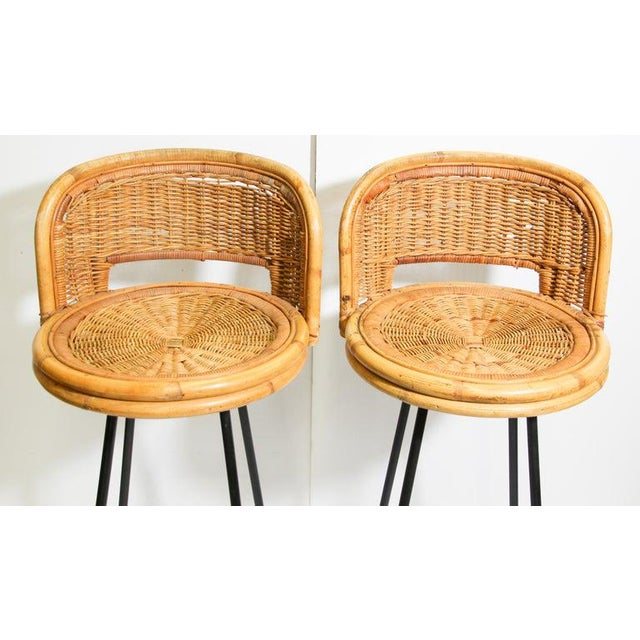 1950s Vintage 1960s Swivel Woven Rattan Bar Stools - a Pair For Sale - Image 5 of 13