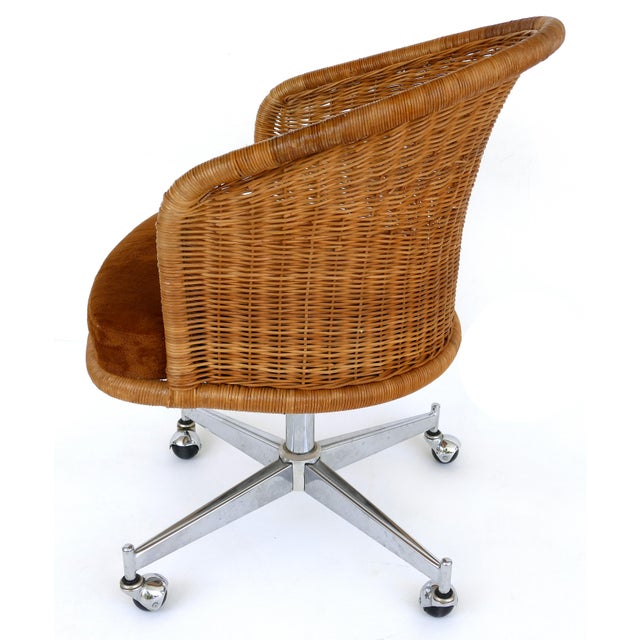 1970s 1960s Mid-Century Modern Daystrom Rattan & Stainless Steel Swivel Chairs - Set of 6 For Sale - Image 5 of 13
