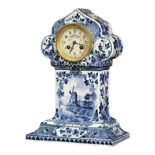 Early 20th Century Dutch Hand-Painted Blue and White Faience Delft Mantel Clock For Sale